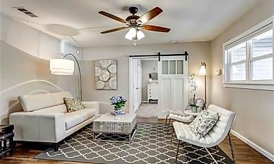 Living Room, 1209 Fannin St, 1