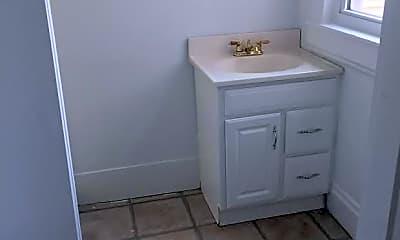 Bathroom, 2326 Stratford Ave, 2