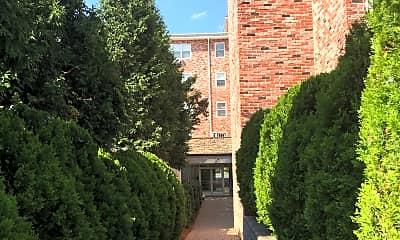 Legion Manor, 2