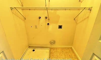 Bathroom, 866 W 200 N St, 2