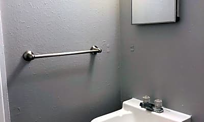 Bathroom, 7720 E Kings Hwy, 2