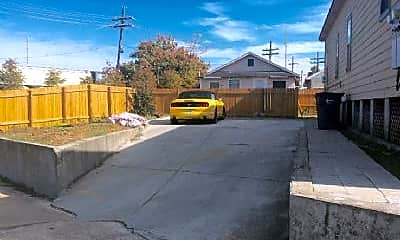 Building, 2220 N Broad St, 2