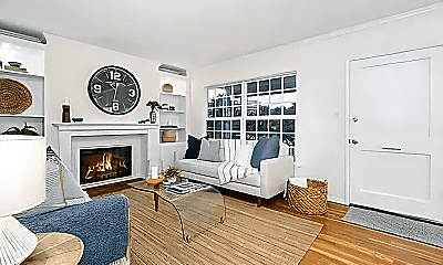 Living Room, 3028 N Greenbrier Rd, 1