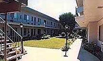 Zelzah Apartments, 2