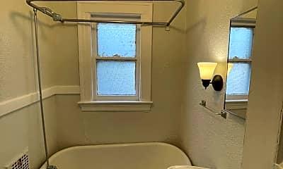 Bathroom, 95 Woodlawn St, 2