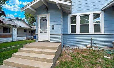 1107 W Mistletoe Ave 2, 1