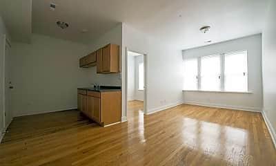 Living Room, 3600 W Franklin Blvd, 2