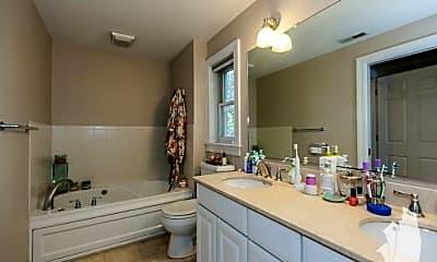 Bathroom, 3131 N Seminary Ave, 2