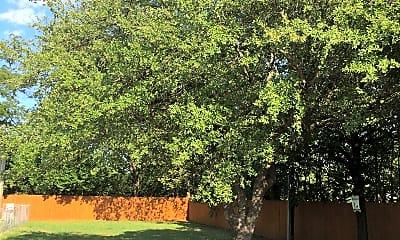 Spring Oak Apartments, 2