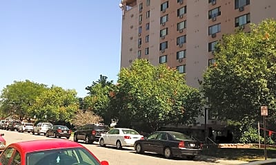 Golden Spike Apartments, 2