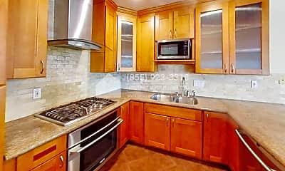 Kitchen, 582 Glenmoor Circle, 1
