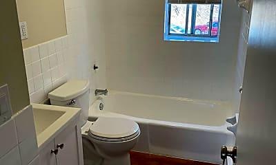 Bathroom, 504 Broad St, 1