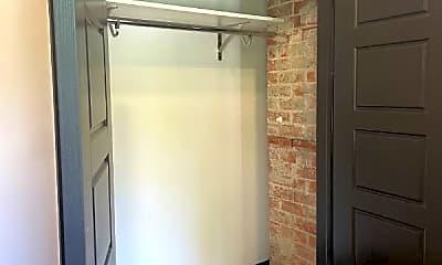 Bathroom, 4004 Porter St, 2