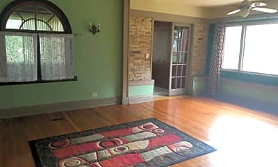 Living Room, 554 N Long Ave, 1