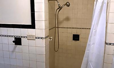 Bathroom, 1420 W Berwyn Ave, 1