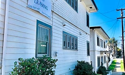 Building, 233 W Hawthorn St, 2