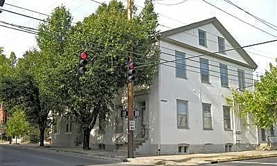 Building, 207 N Upper St H, 1