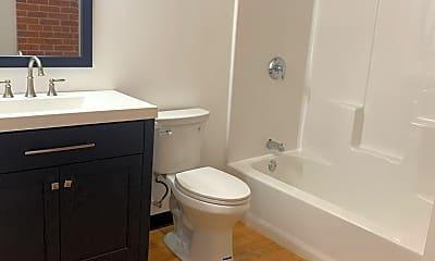 Bathroom, 548 Roosevelt Ave, 2