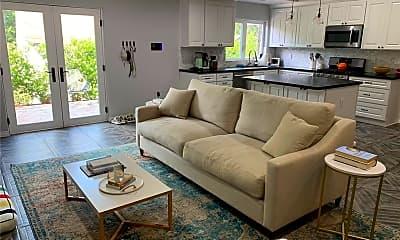 Living Room, 3117 Hollycrest Dr, 1