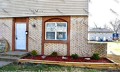 Building, 221 N Oak Dr, 1