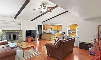 Living Room, 5001 Overdowns Dr, 1