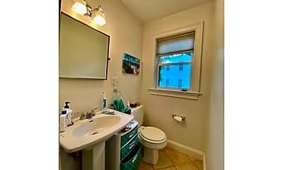 Bathroom, 10 Bristol St, 2