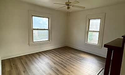 Living Room, 595 E Brockway Ave, 1