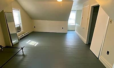 Living Room, 627 E Morton St, 2