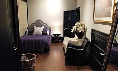 Bedroom, 275 S Limestone 110, 2