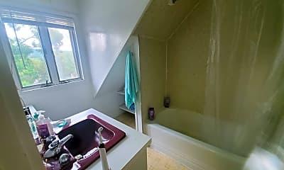 Bathroom, 527 E Buffalo St, 2