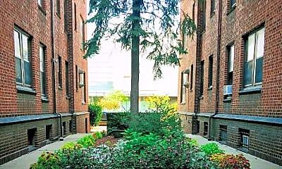Building, 665 W Warren Ave, 1