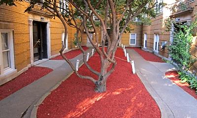 836 N Massasoit Ave, 1