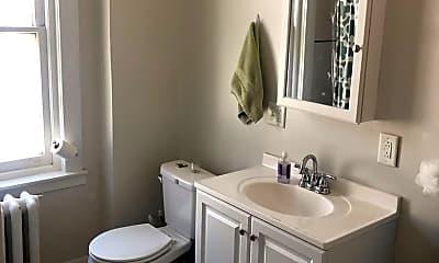 Bathroom, 4322 Spruce St, 2
