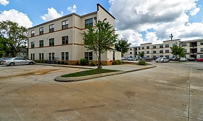 Building, College Center Apartments-Per Bed Leases, 2