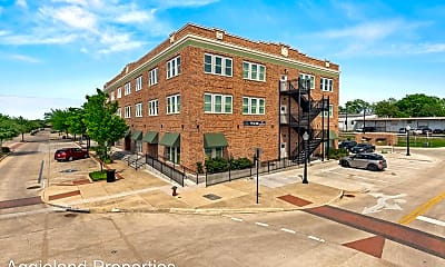 Building, 401 N Main St, 0