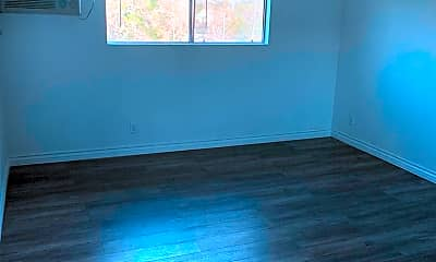 Living Room, 5323 Colodny Dr, 2