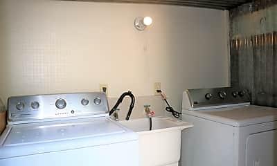 Bathroom, 118 Trumbull St, 2