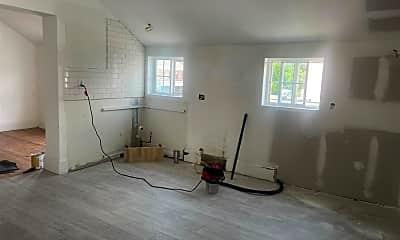 Living Room, 502 Warren St, 2