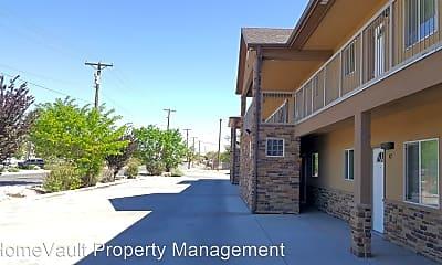 Building, 404 S Schwartz Ave, 2
