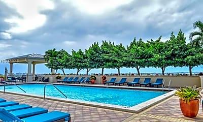 Pool, 2650 Lake Shore Dr, 1