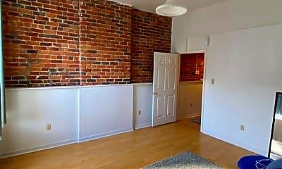 Living Room, 914 W Broad St, 1