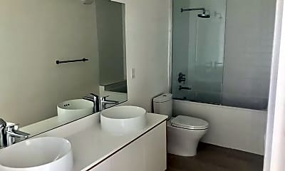 Bathroom, 646 N Commonwealth Ave, 1