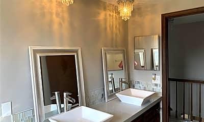 Bathroom, 521 Rolling Green Cir N, 2