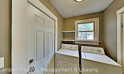Bathroom, 825 NW 17th St, 2