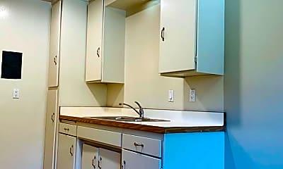 Kitchen, 905 Castlewood Dr, 1