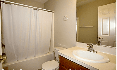 Bathroom, 1590 Southwestern Blvd, 2