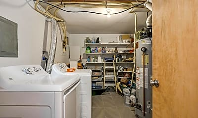 Bathroom, 6906 Maple Ave, 2