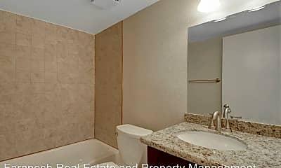 Bathroom, 2575 Lynnwood St, 2