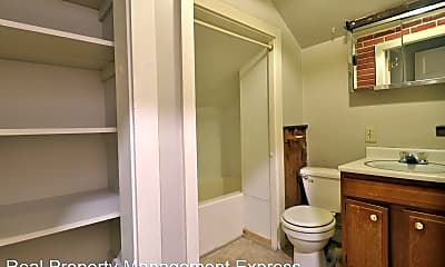 Bathroom, 312 S Prairie Ave, 2