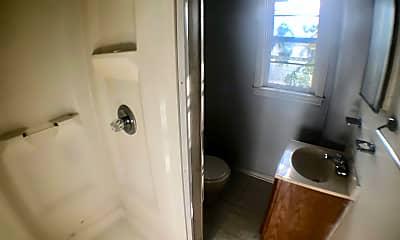 Bathroom, 1011 S Lansing St, 2